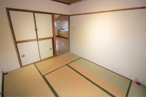 6帖、4.5帖和室はどちらも押し入れがあるので収納には困りませんね